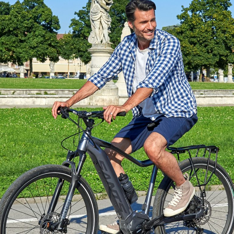 A city bike is the winning choice also during the Coronavirus period but if we want to avoid any problems, we need to choose the right saddle.